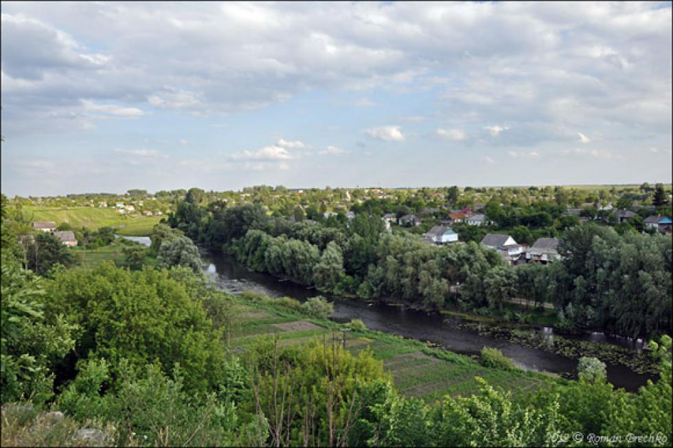 Вид від замку на долину Корчика