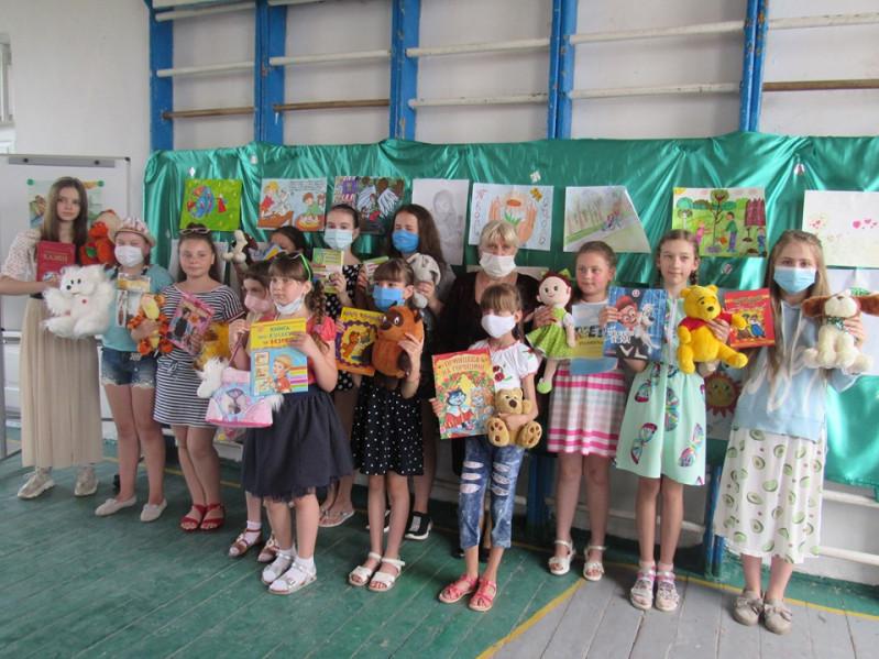 Діти малювали добро: корецький благодійний фонд організував конкурс малюнків серед школярів