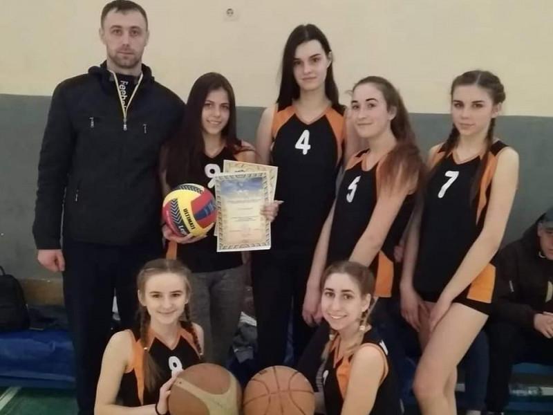 Команда дівчат