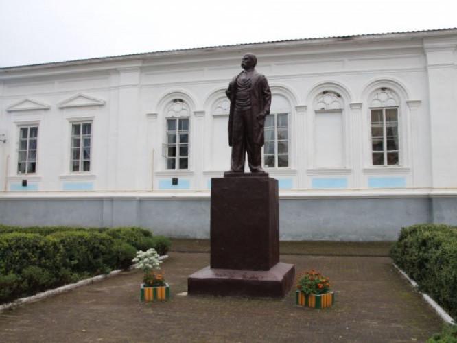Пам`ятник Тарасу Шевченку в Корці