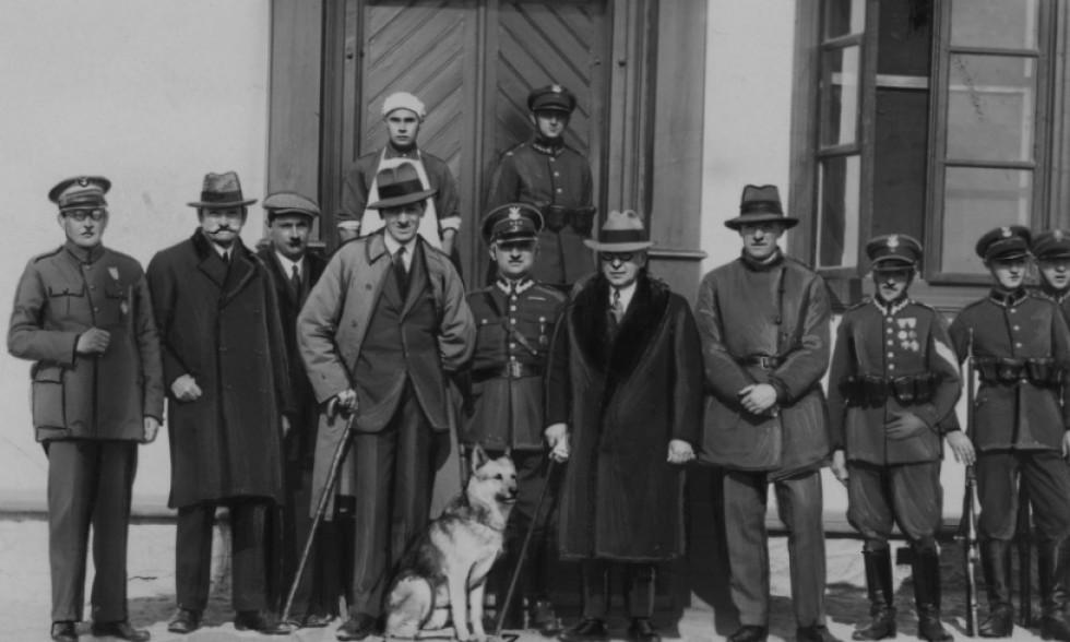 Американський посол в Польщі Джон Норт Уілліс відвідує Корець Волинського воєводства у 1931 році. www.szukajwarchiwach.gov.pl