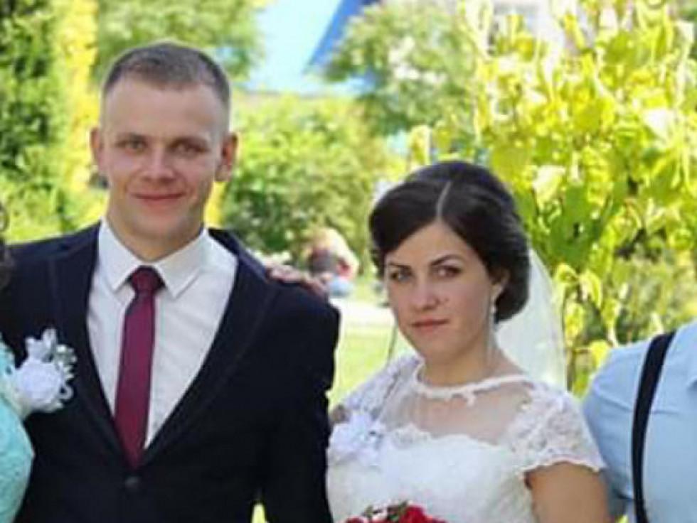 Щасливі мололята Віта й Олег Макаруки в день одруження
