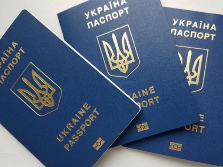 Українців пускатимуть у Білорусь лише за закордонними паспортами