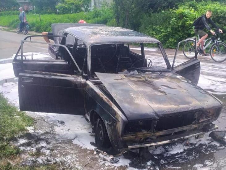 У Корці згорів легковий автомобіль