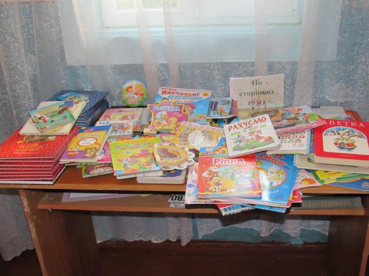 Даничівській бібліотеці подарували дитячі книги
