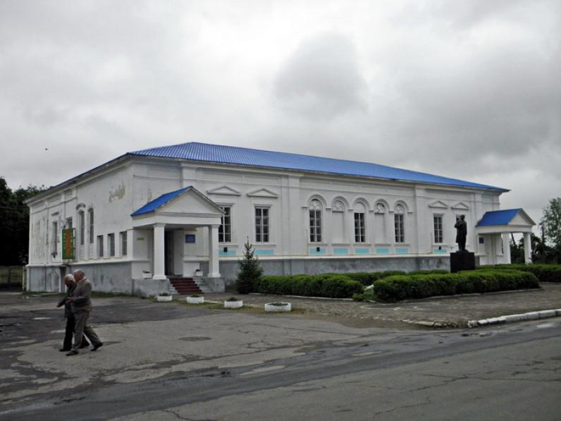 У районній бібліотеці підготували книжкову виставку до Дня Українського козацтва та Дня захисника України