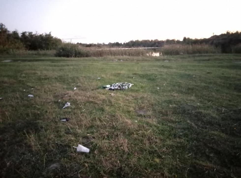Корець: пляшки та інше сміття на лоні природи