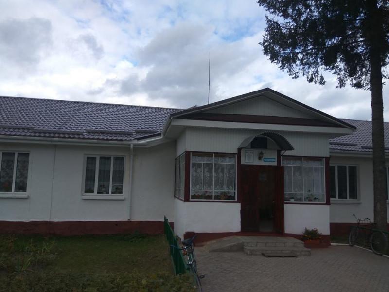 В Устянській школі завершили капітальний ремонт даху