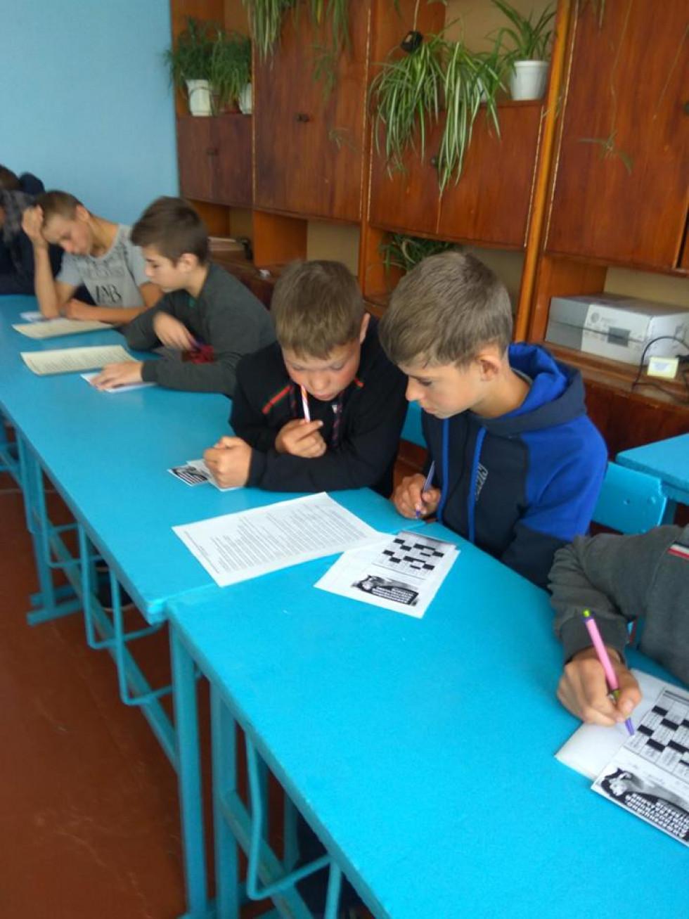 Учні пишуть тест