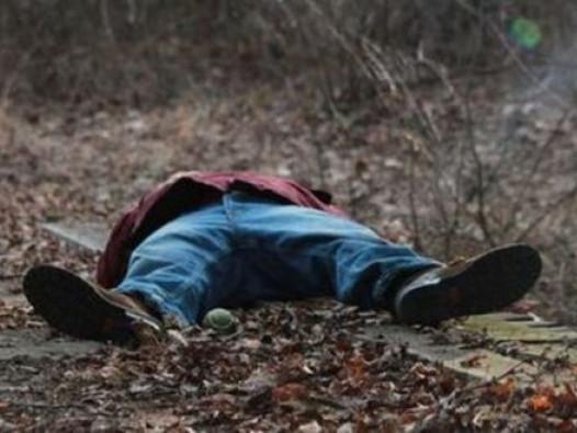 У селі Старий Корець знайшли мертве тіло 30-річного чоловіка.