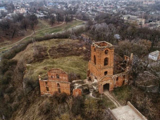 Руїни Корецького замку