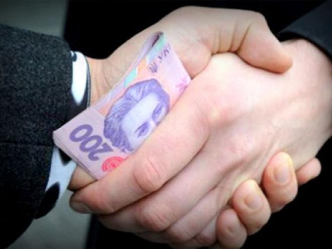 У Корці двох осіб притягли до адмінвідповідальності за корупцію