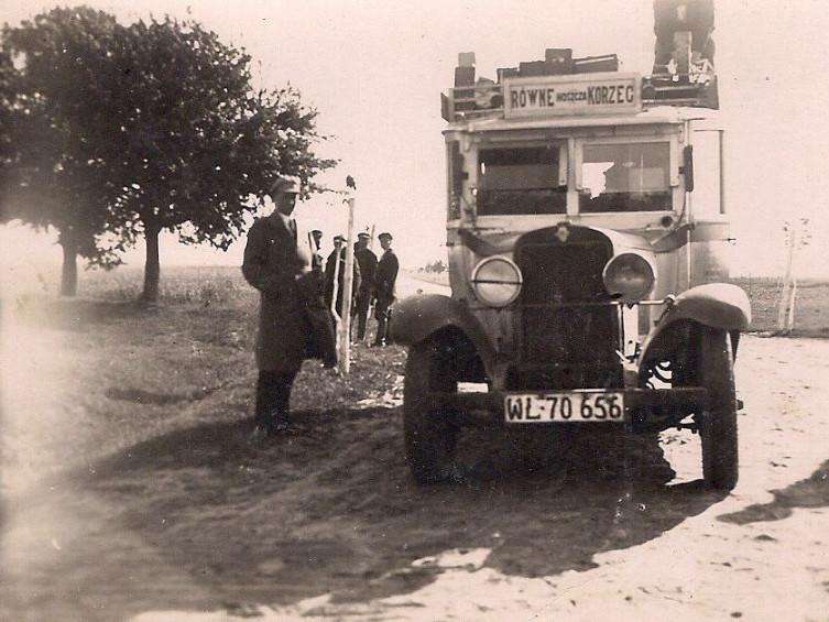 Автобус, який їздив у 1930 роках за маршрутом Рівне-Корець