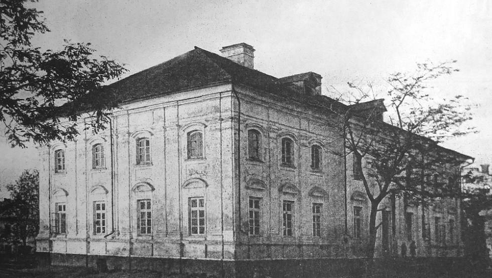 Корпус 1788 року, який зберігся від палацу після пожежі. Зображення з книги Романа Афтаназі Dzieje rezydencji na dawnych kresach Rzeczypospolitej