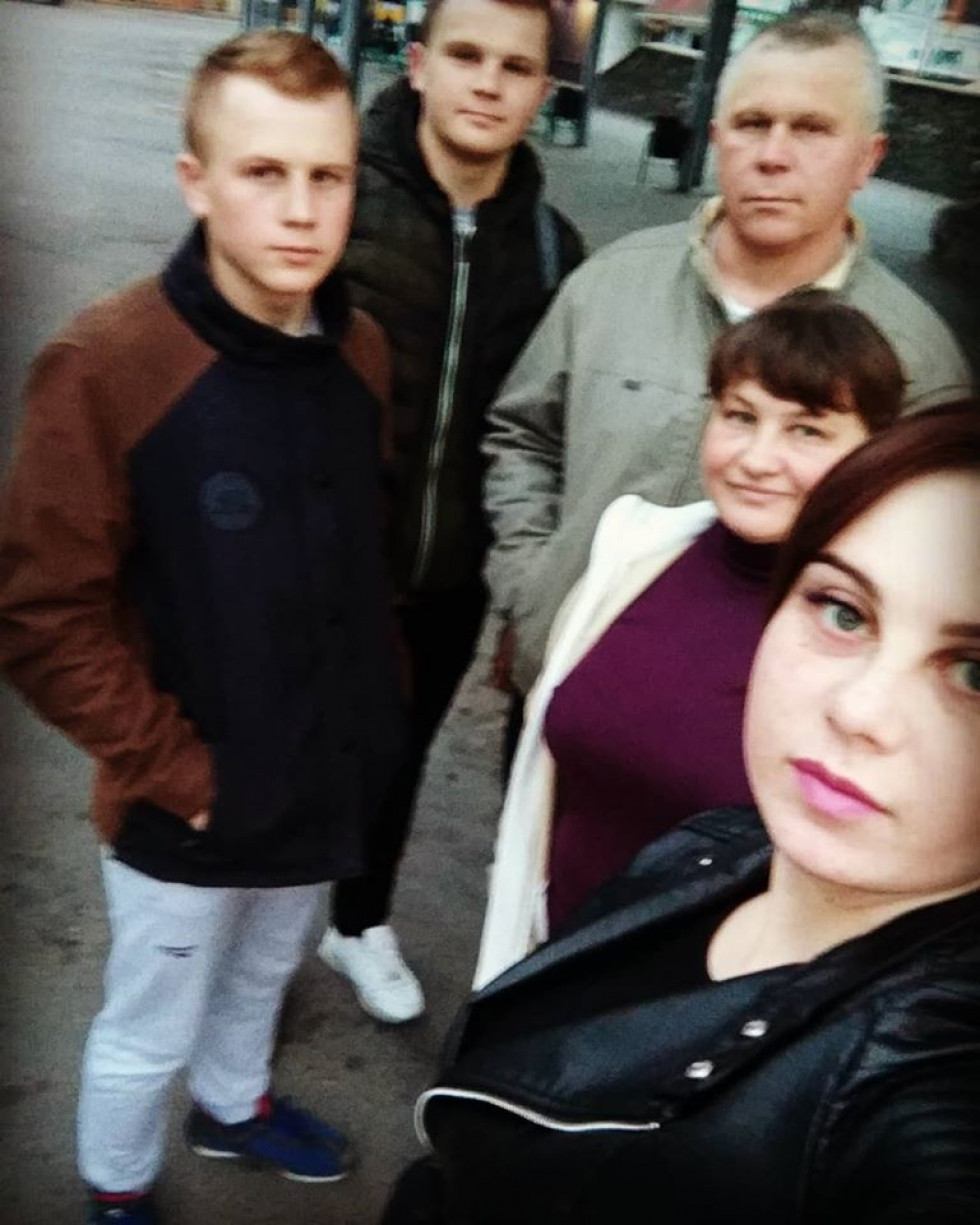 Катеина із батьками й братами